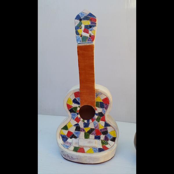 Guitarra multicolor Fermín Hache cerámica