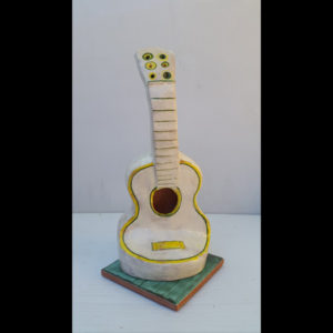 Guitarrita amarilla Fermín Hache cerámica