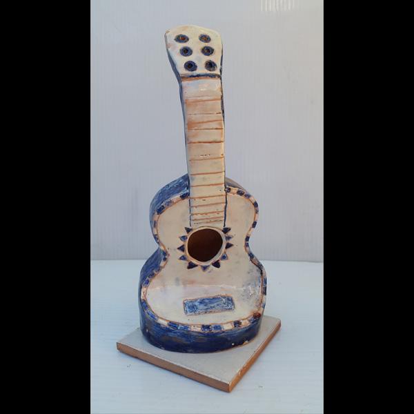 Guitarrita azul Fermín Hache cerámica
