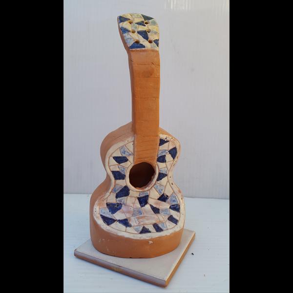 Guitarrita cuadro azul Fermín Hache cerámica