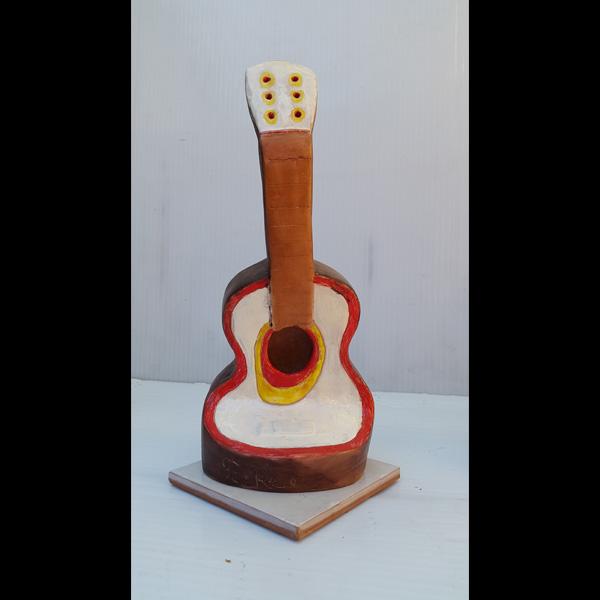 Guitarrita rojiblanca Fermín Hache cerámica