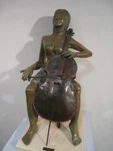 violonchelista-bronce-Fermin-Hache